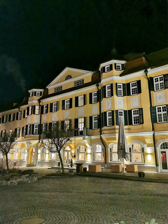 conny doll lifestyle: la pura women's health resort, wellness, gesundheit, Hotel bei Nacht