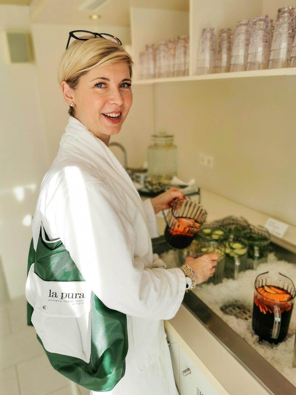 conny doll lifestyle: la pura women's health resort, wellness, gesundheit, Getränkebar im Spa