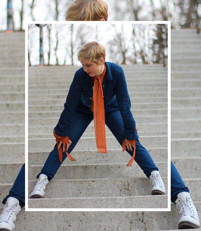 conny doll lifestyle: jumpsuit, denim, Outfitinspiration, Boots, Frühlingslook, Übergang, Blazer