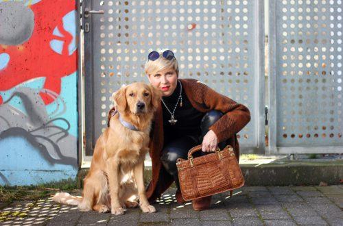 conny doll lifestyle: Lederhose im Anklestyle, Übergangslook, braun, schwarz, Cardigan, Rollkragen, Fashionblogger