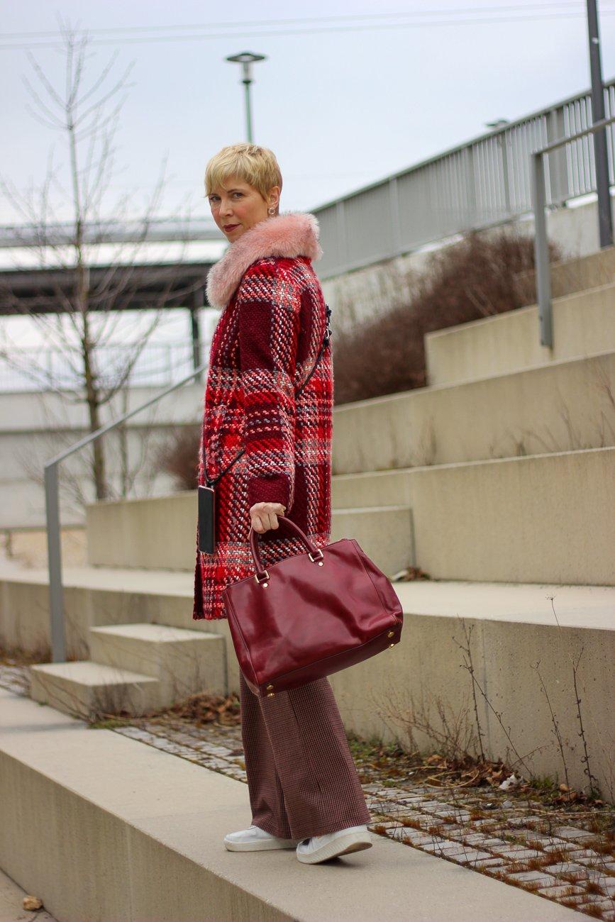 conny doll lifestyle: Karoanzug, Sneaker für die Frau, ab 40plus, Mantel