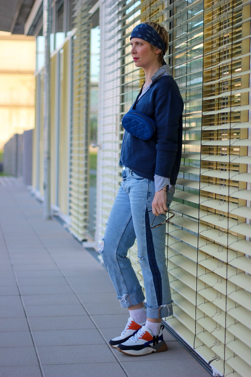 conny doll lifestyle: Jeans, blau, Freizeitlook, casual Styling, Cardigan