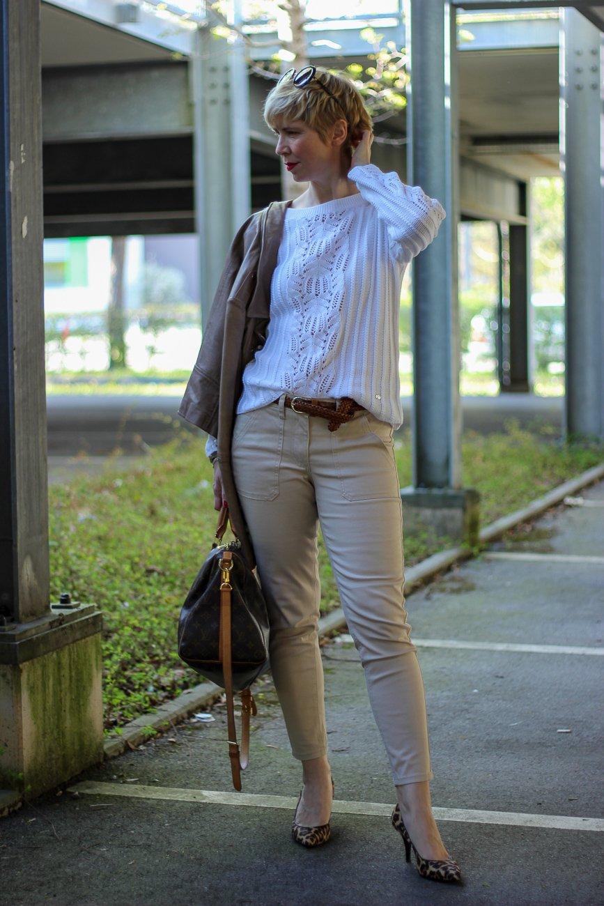 Mode am Freitag: Stilelemente des Utility-Styles in einem Frühlingslook von WENZ
