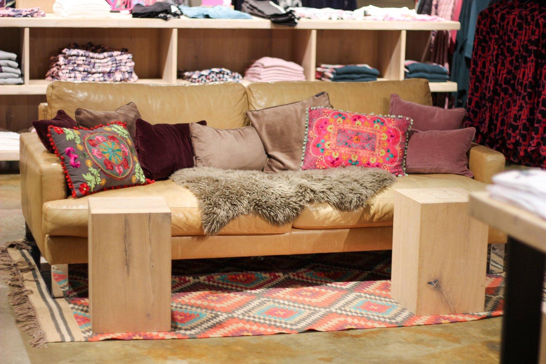 conny doll lifestyle: Sitzecke für die Shoppingbegleitung