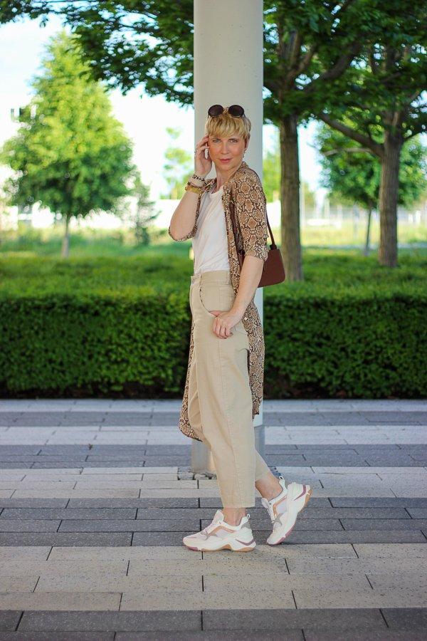 conny doll lifestyle: Blogpost über Corona, Look Ton in Ton, beige, nude, Schlangenprint, snakeprint, Anine Bing,