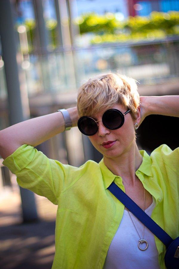 conny doll lifestyle: Sommerlook, Sonnenbrille, Leinenhemd, Farben, bunter Look