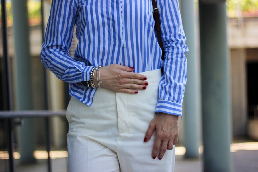 conny doll lifestyle: Klassiker: weiße Hose mit Streifenbluse, effortless-chic