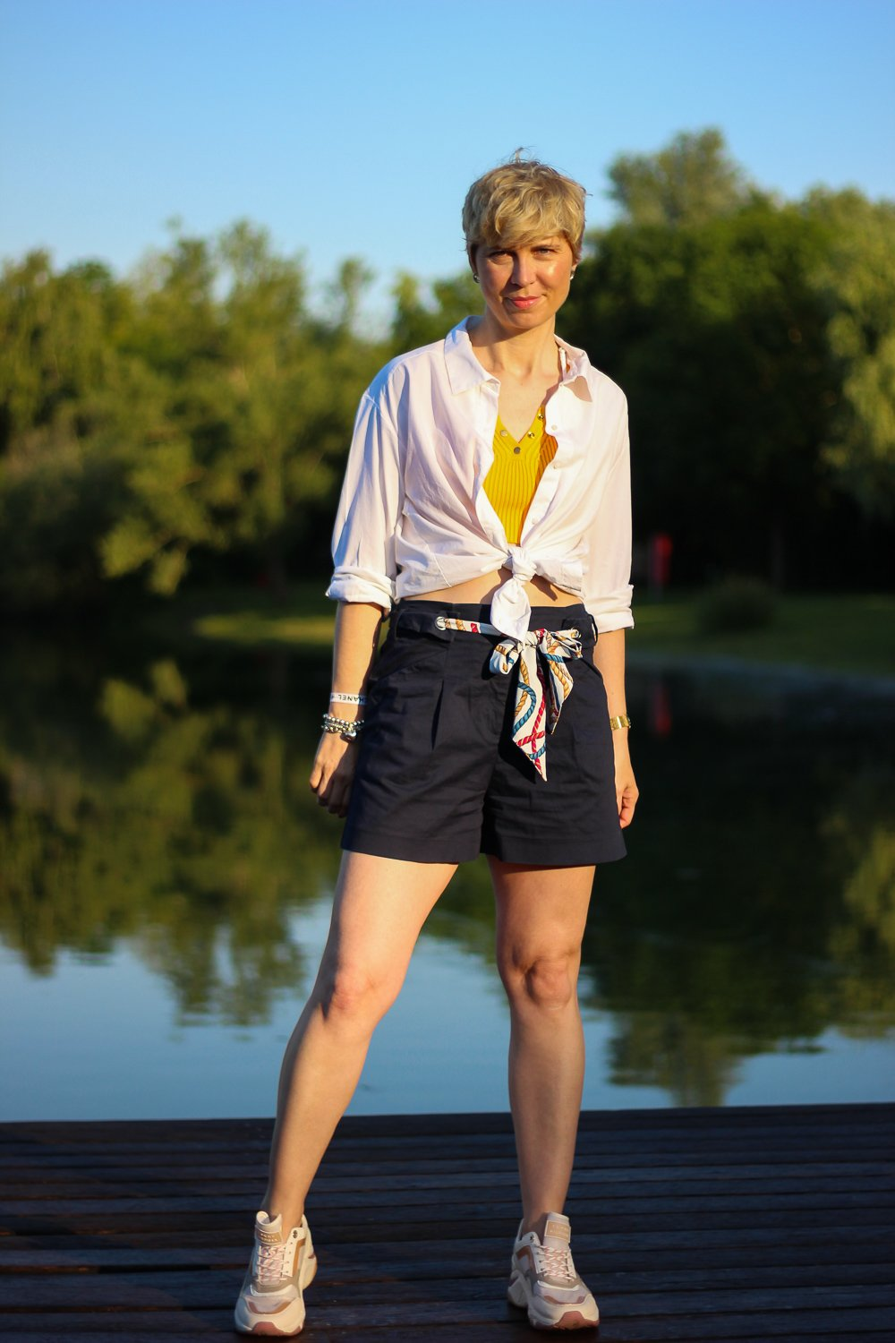 Conny doll lifestyle: Mücke, Shorts, Sommerlook, Kriebelmücke, Sneaker, casual Fridaylook