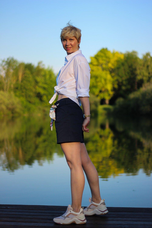 Conny doll lifestyle: Mücke, Shorts, Sommerlook, Kriebelmücke, Sneaker, casual Fridaylook