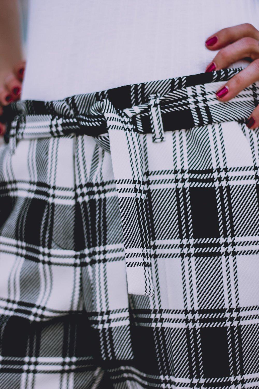 conny doll lifestyle: Karohose, Details, Toni-Fashion, schwarz-weiß