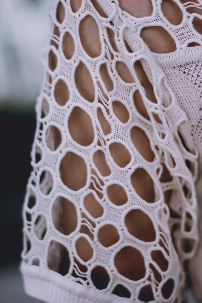 conny doll lifestyle: Details, Escada, Sommerkleid, beige, helle Farben, Cutouts