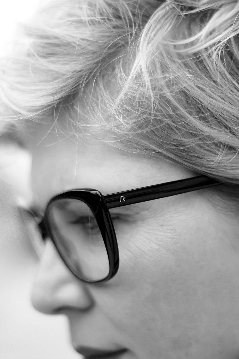 conny-doll-lifestyle: rodenstock, gleitsichtbrille, gleitsichtgläser, DNEyeScanner, Präszisionsbrille, individuell