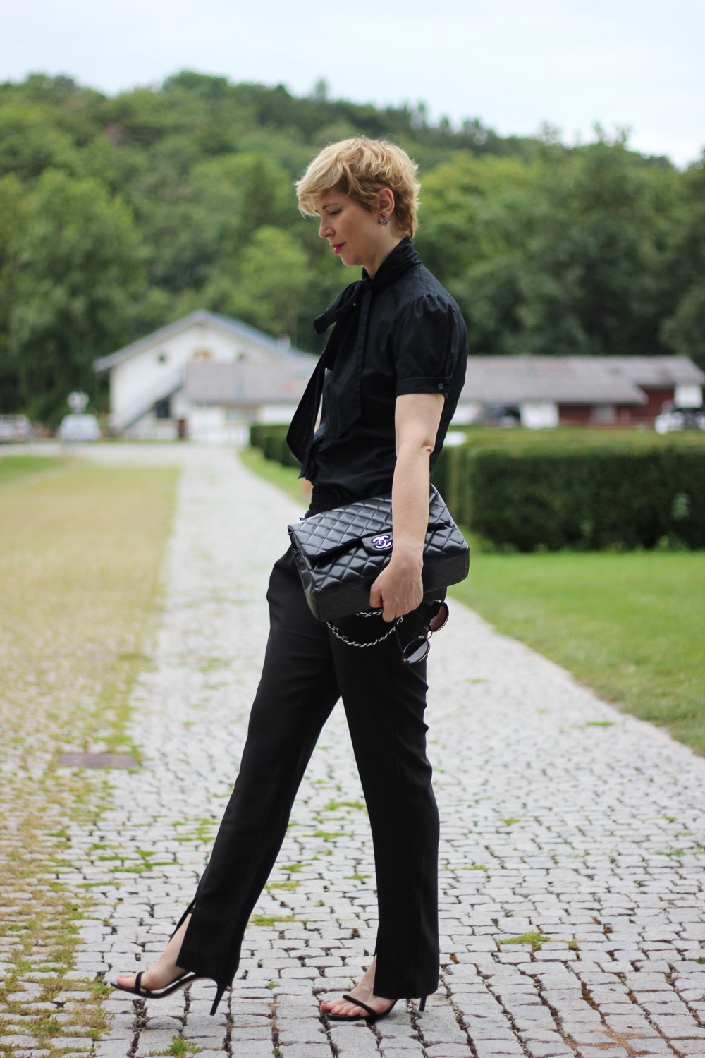 conny doll lifestyle: Stylinginspiration, Schluppenbluse, schwarz, all black, Spätsommerlook