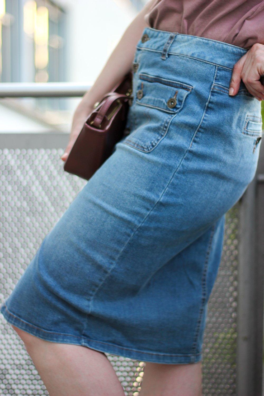conny-doll-lifestyle: Jeansrock in Midlilänge - wie kombiniere ich den Klassiker?