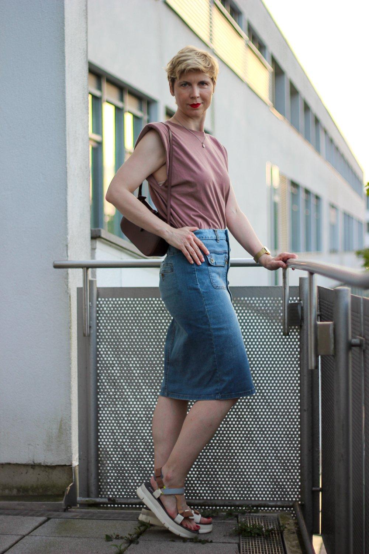conny doll lifestyle: Jeansrock in Midilänge - wie kombiniere ich den Klassiker?