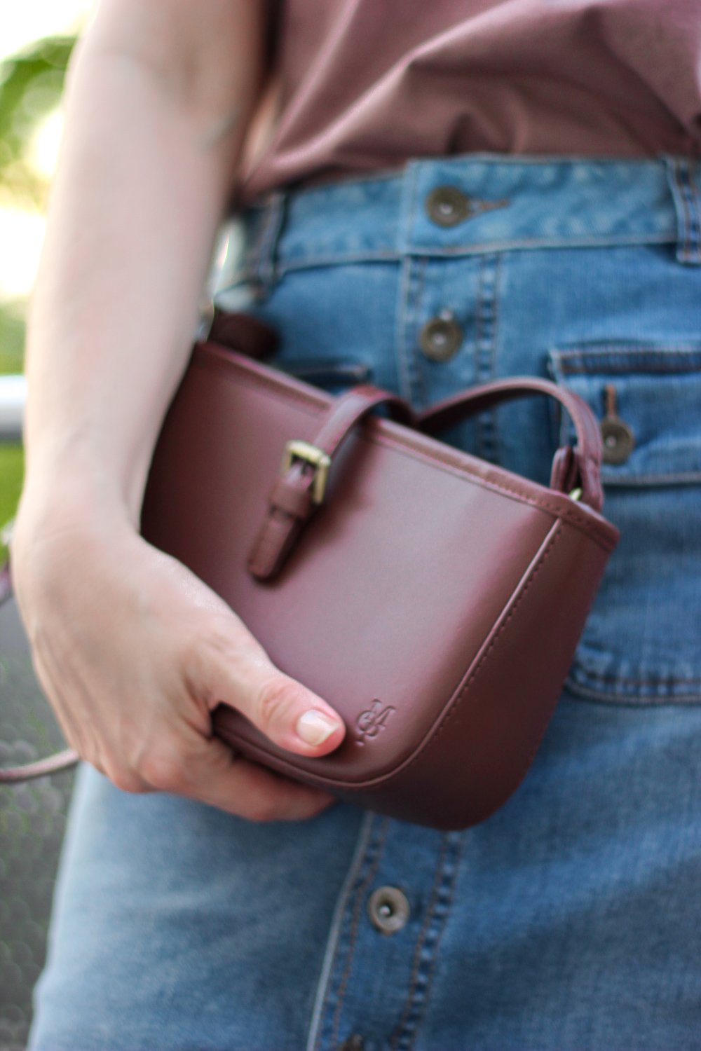 conny doll lifestyle: Details, Sommerlook, Denim, Braun, Schultertasche, Marc O'Polo