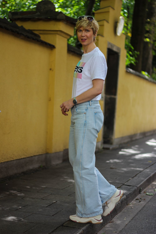 conny doll lifestyle: Jeans und T-Shirt - so simpel wie individuell - eine Kombination für alle Gelegenheiten