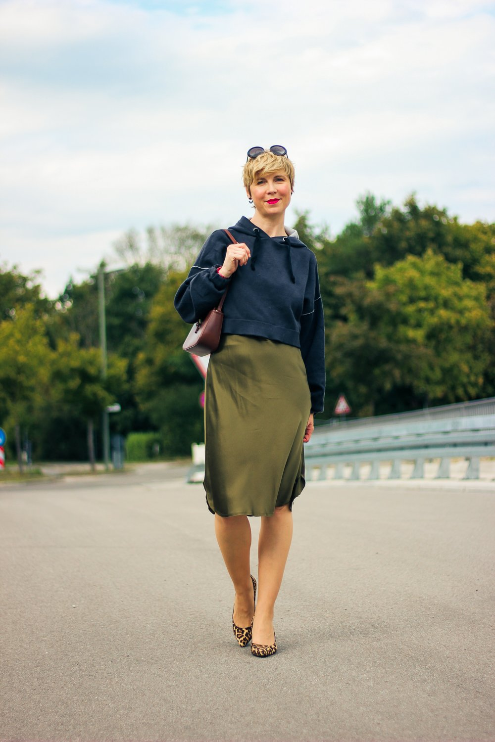 conny doll lifestyle: Lingeriestyle, Nili Lotan, Stilmix, Leopumps, Hoodie, Herbststyling