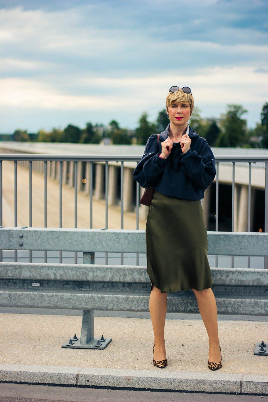 Seidenkleid im Lingeriestyle für den Herbst - casual und elegant im Stilmix