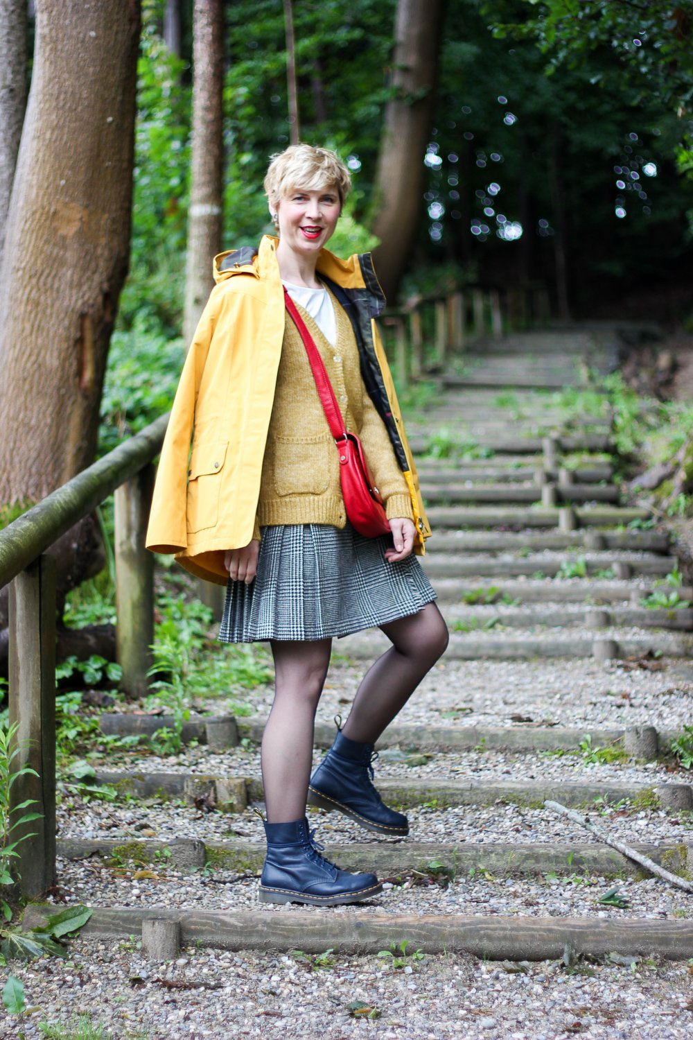 conny doll lifestyle: Styling mit THE BRITISH SHOP, Parka, Strickjacke, warm, Mini-Kilt, Schottenrock, Barbour-Parka,