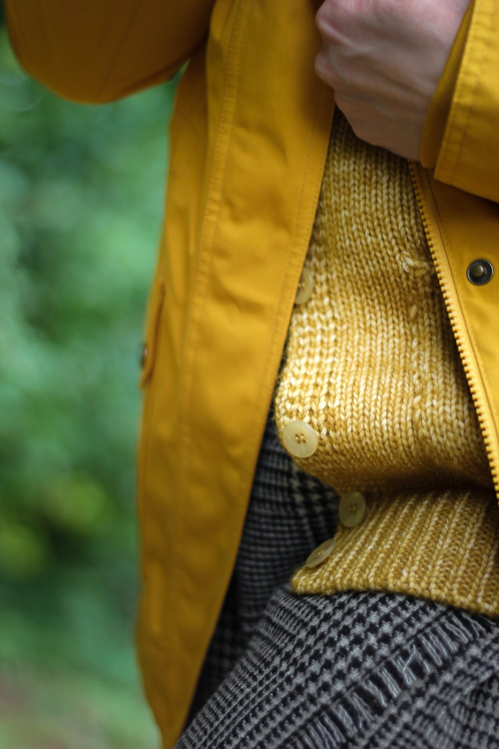 conny doll lifestyle: Strickjacke, Barbour-Parka, Details,