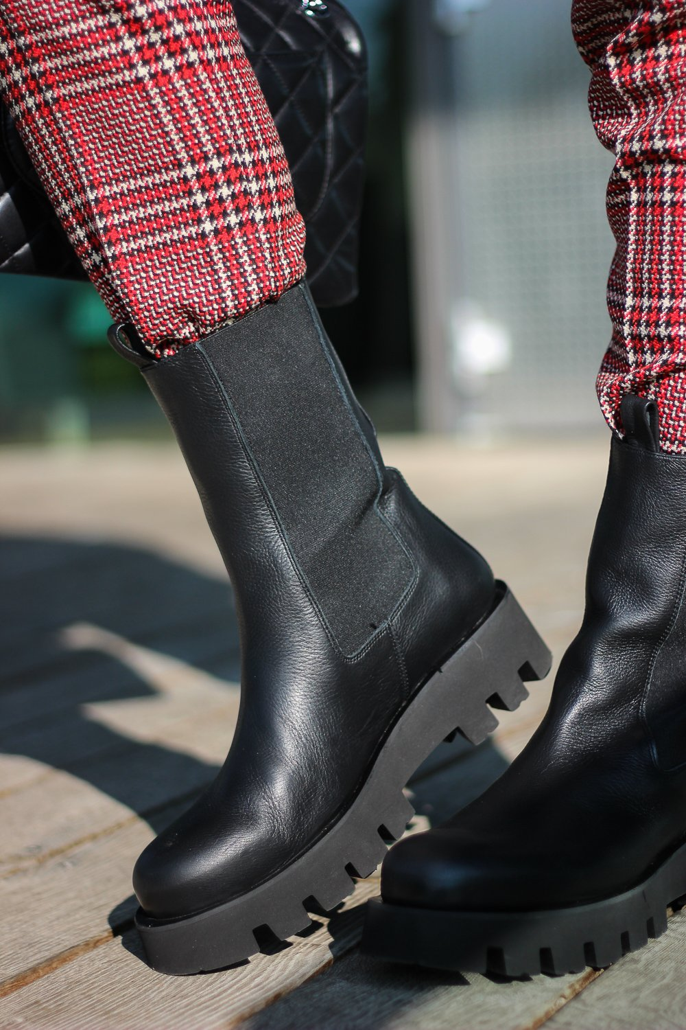 conny doll lifestyle: Boots, Karo-Hose, TONI-Fashion, edgy-Styling, Herbstlook
