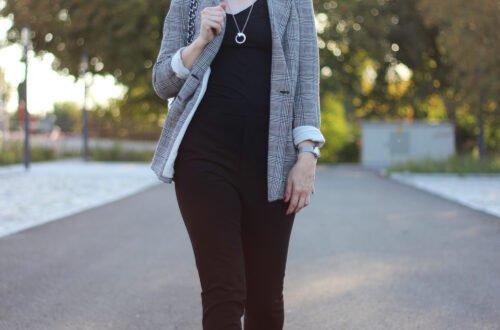 conny doll lifestyle: Idee für einen Look mit Glencheckblazer und Hose mit Schlitz mit Sneaker