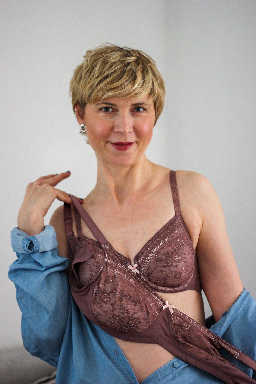 conny doll lifestyle: Rosa Faia und Anita Cares - Wäsche für Brustprothesen, Modell Fleur, Farbton berry