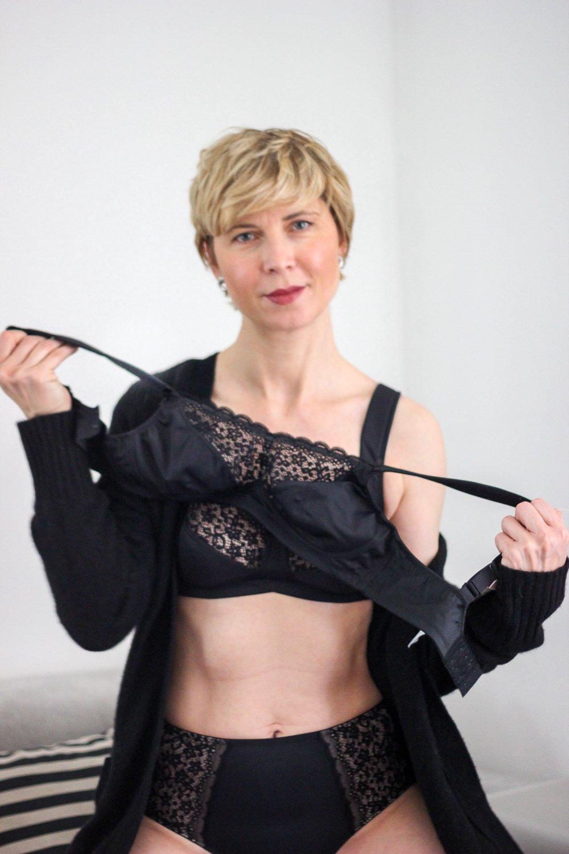 conny doll lifestyle: Anita Cares, Entlastungs-BH, schwarze Wäsche