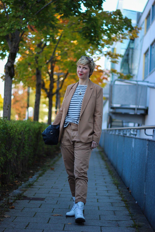 conny doll lifestyle: Herbstlook: Blazer, Ton in Ton und Streifen
