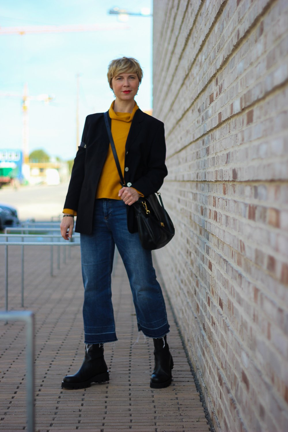 conny doll lifestyle: Herbstlook, Blazer, curry Pullover, neyo., casual Styling