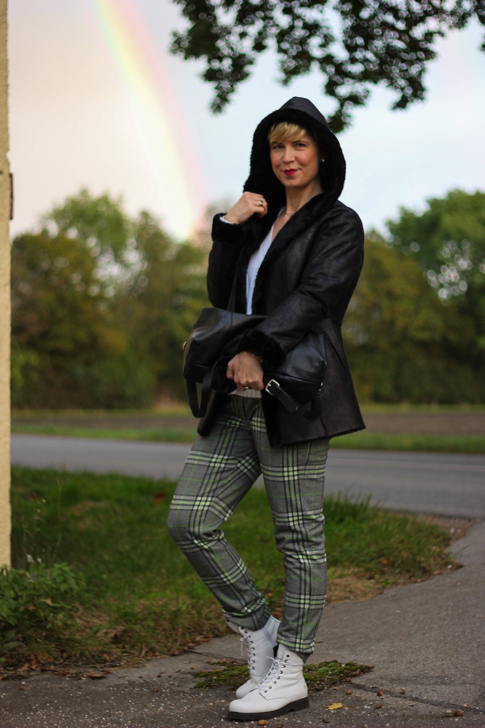 conny-doll-lifestyle: WENZ, Herbststyling, Fakelederjacke, Karohose, Boots, casual