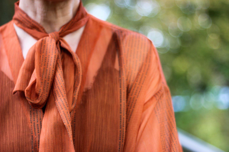 conny doll lifestyle: Mykke Hofmann, Schluppenbluse, orange, Details