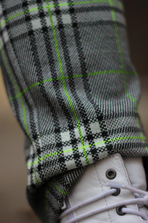 conny doll lifestyle: Details, Karohose, Boots, neongrüne Streifen