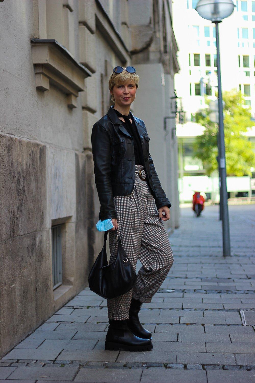conny-doll-lifestyle: Gedanken zu nachhaltiger Mode - karierte Paperbaghose im Herbst
