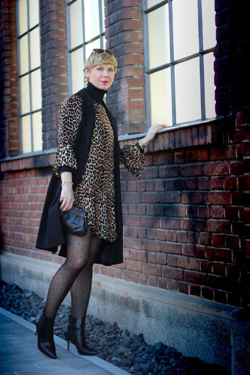 conny doll lifestyle: Leokleid, Leopardenmuster, Coronazeiten, Parylook ohne Anlass,