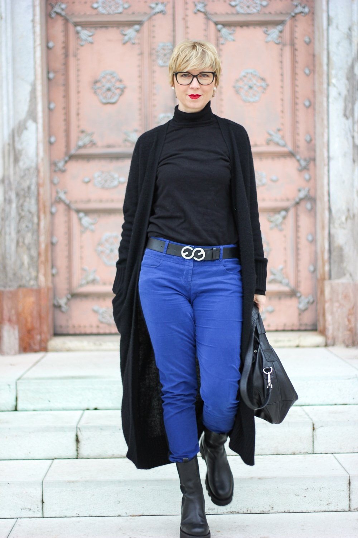 conny doll lifestyle: Long-Cardigan, warmes Outfit fürs Büro, Herbstlook, blau und schwarz, moderner Officelook