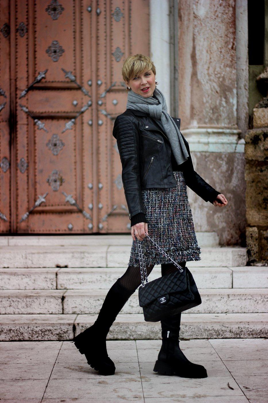 conny doll lifestyle: Bouclé-Rock im Stilmix... mit derben Boots und Lederjacke