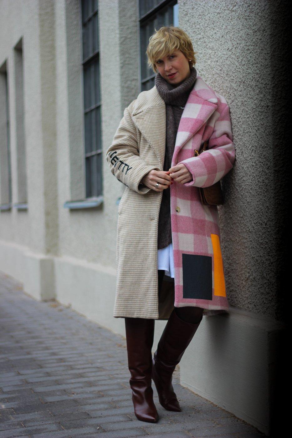 conny doll lifestyle: Muf10 Mantel, Sommerkleid im Winterlook, Rollkragen, weißes Kleid, Stiefel