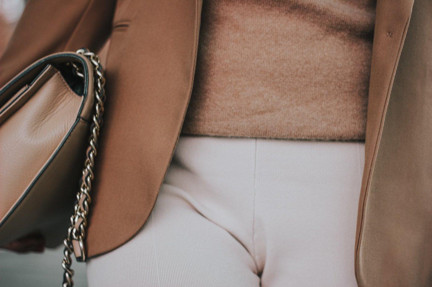 conny doll lifestyle: details, beige, kaschmirpullover, helle Hose, Details