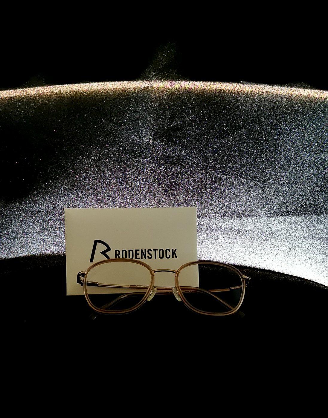 conny doll lifestyle: DNeye-Scanner von Rodenstock, Gleitsichtbrille, Maßfertigung, Augenvermessung