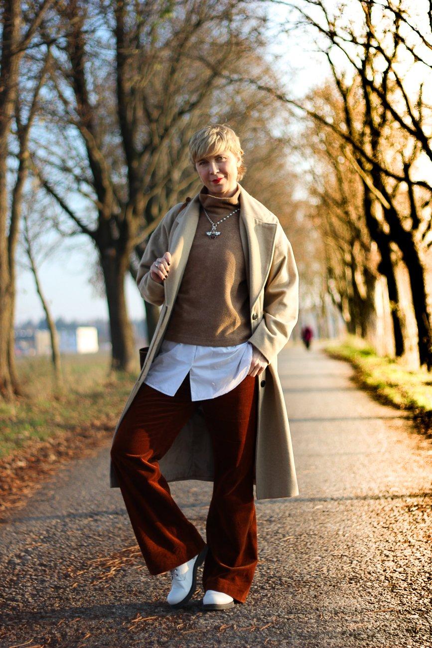 conny-doll-weite-cordhosen-pullunder-lagenlook-winteroutfit-nerd-style