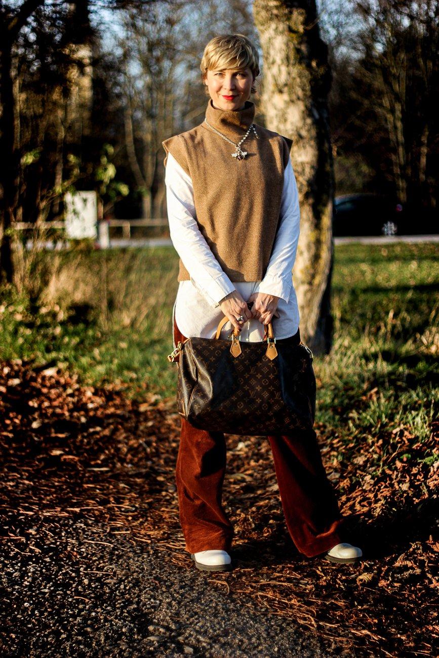 conny doll weite hose, winterlook über Vierzig, boots, braun-Töne