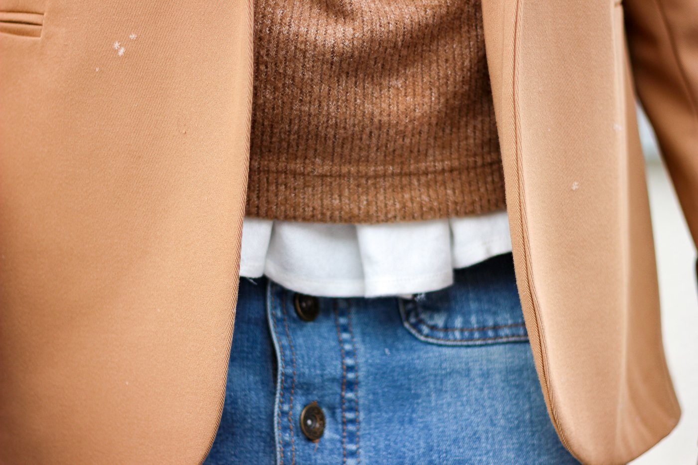 conny doll lifestyle: Winterlook, Details, Jeansrock, Pullunder, Blazer, Cognac