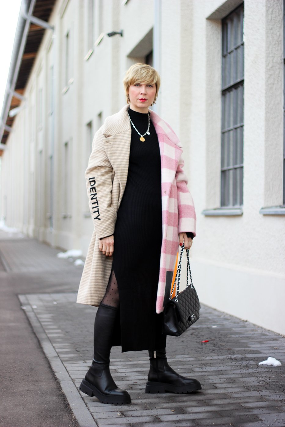 conny doll lifestyle: langer Mantel, MUF10, Winterstyling, langer Rock