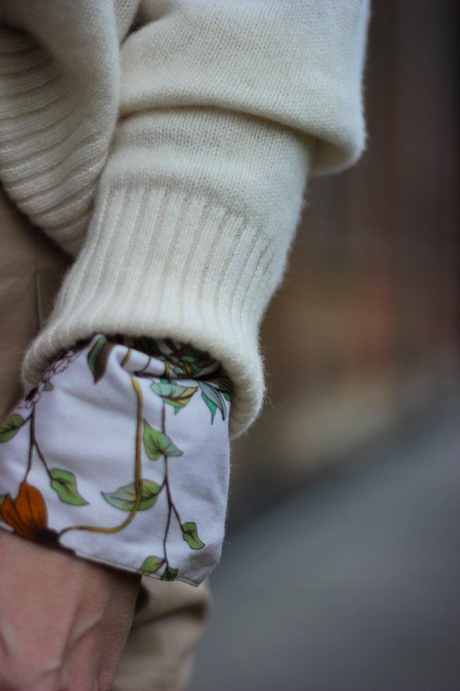 conny doll lifestyle: Schluppenbluse mit Strickpullover, Details