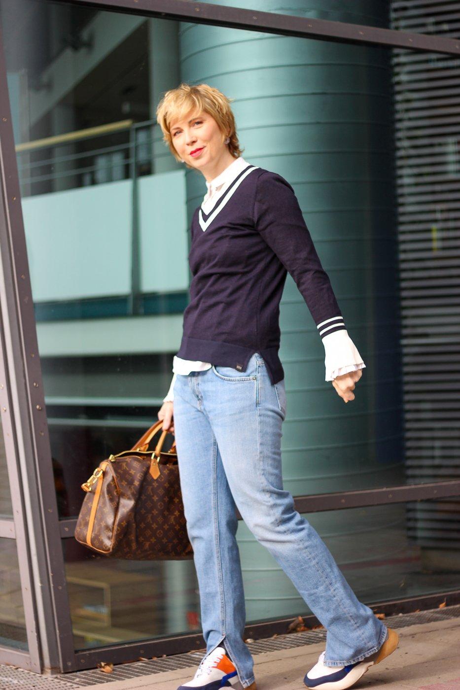 conny doll lifestyle: Clickbaiting, wie bleibt man jung, denim-look, blau, Ganni-Jeans mit Schlitz