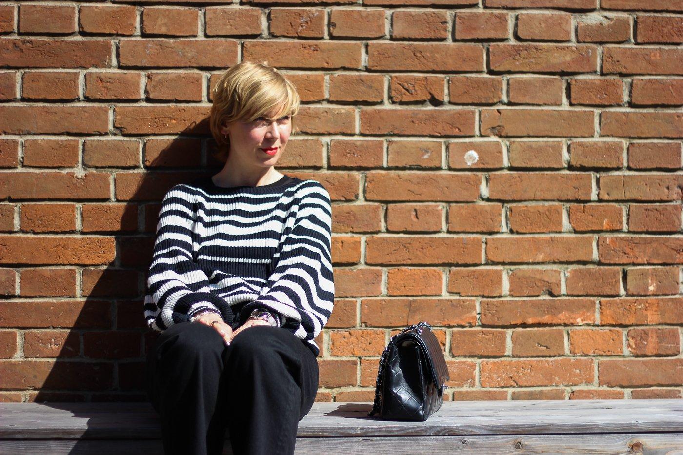 conny doll lifestyle: Platz an der Sonne sitzen, Frühlingslook, Streifenpullover