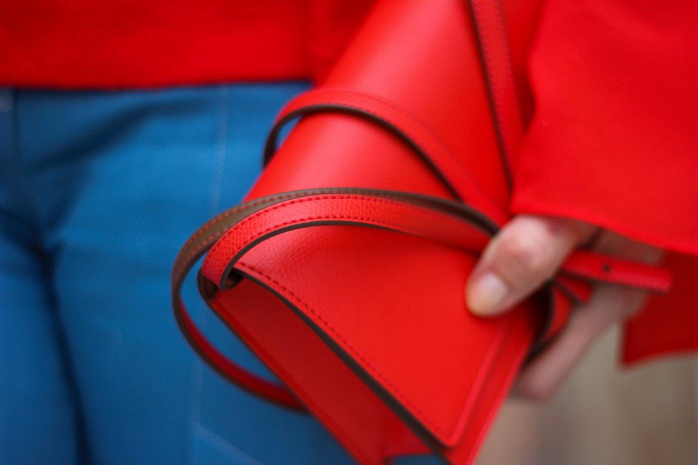 conny doll lifestyle: rote Tasche, klein, Detaisl