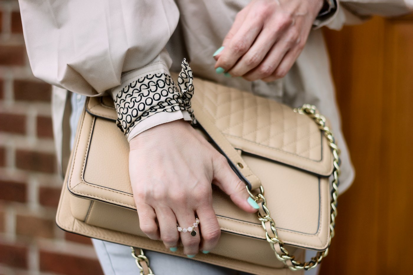 conny doll lifestyle: Details, Tasche Seide, twilly,